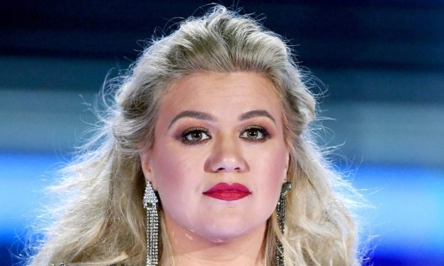 Kelly Clarkson Slams 'Fake News' That She Is Taking Weight-Loss P.