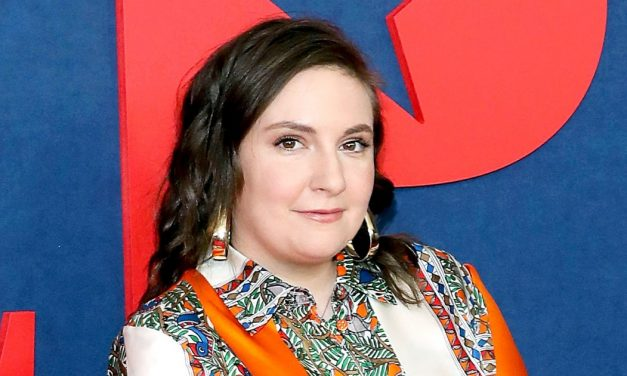 Lena Dunham Posts a Completely Nude Photo– And It's Not What You …