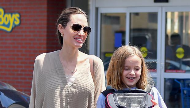 Angelina Jolie & &Look-(************************************************************************************** )(******************************************************************************* )(********************************************** )11,(************************************************************************ )Hands …